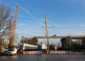 Lifting beams for the Astmoor Bridgewater Viaduct over Astmoor Road – December 2016