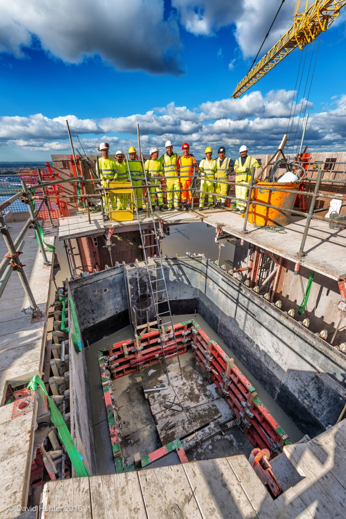 mersey-gateway_workers-at-the-top-of-the-south-pylon